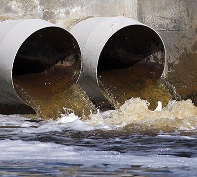 Forurenet vand udledes i havet
